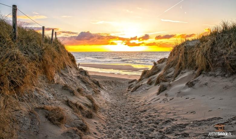 Strandopgang naar strandslag Paal 9 op Texel.