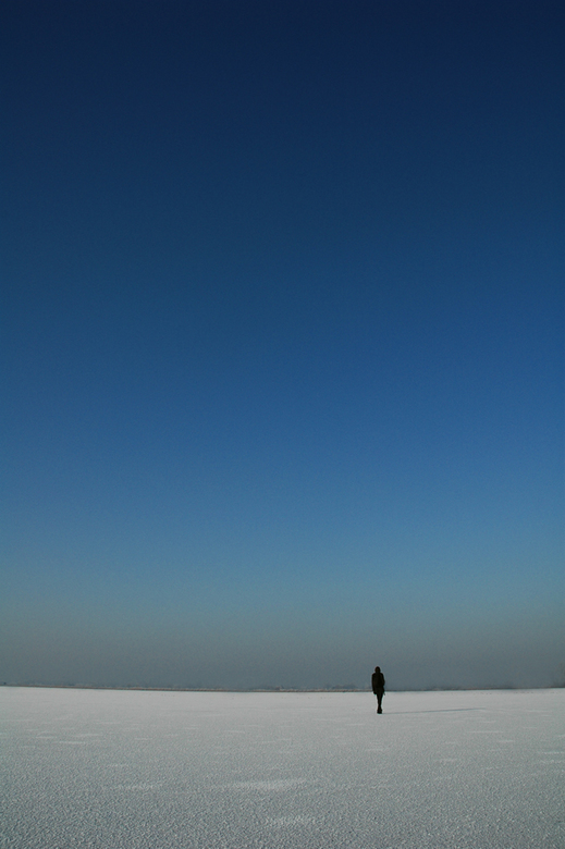 Antartica Loneliness - Deze foto heb ik gemaakt tijdens de koude dagen op een bevroren meer in Kinderdijk. Normaal gesproken is het niet mogelijk hier