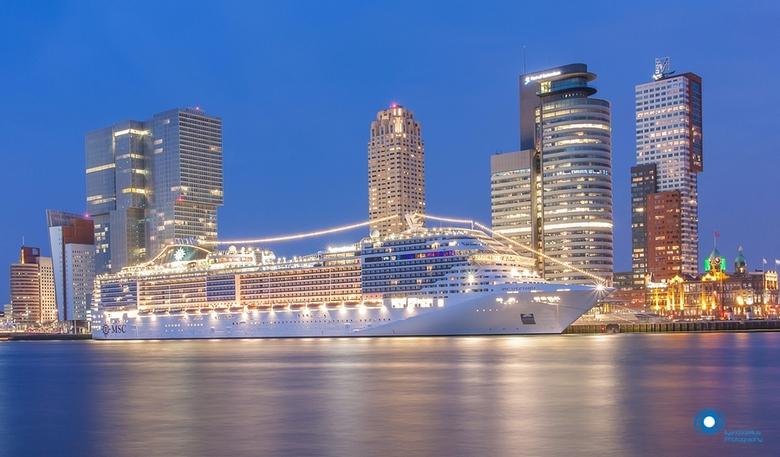 MSC Splendida in Rotterdam - Cruiseship MSC Splendida was afgelopen weekend voor het eerst in Rotterdam.