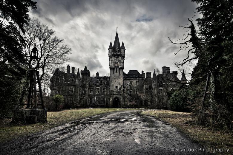 Chateau Noisy - castle of darkness - Ergens in België.