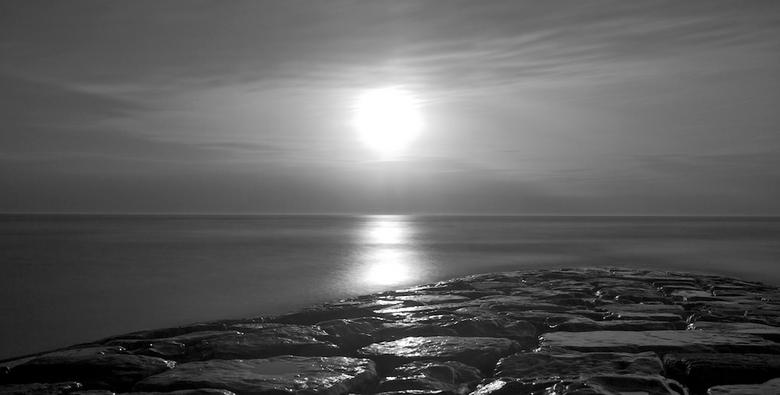 let go...2 - Nog eentje met het lasglaasje gemaakt.<br /> Hier heb ik de zon gecentreerd. Lastig om een lange sluitertijd te creëren met de zon midde
