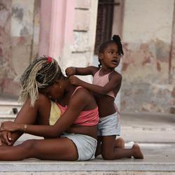 2 zusjes in Cuba