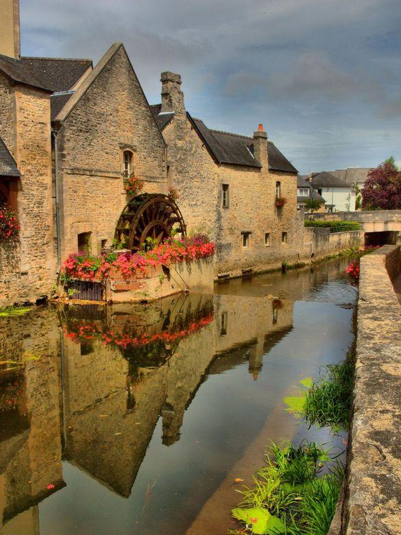 Watermolen Bayeux Frankrijk - Watermolen Bayeux Frankrijk bewerkt tot hdr met PaintShop Pro x4