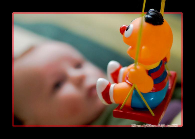 Ernie en Wout - wout speelt met ernie