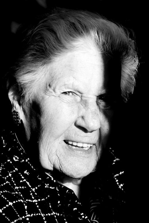 Oma - Mijn oma in het zonlicht