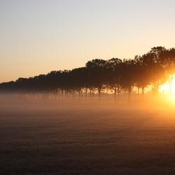 Zonsopkomst op een super heldere herfst ochtend
