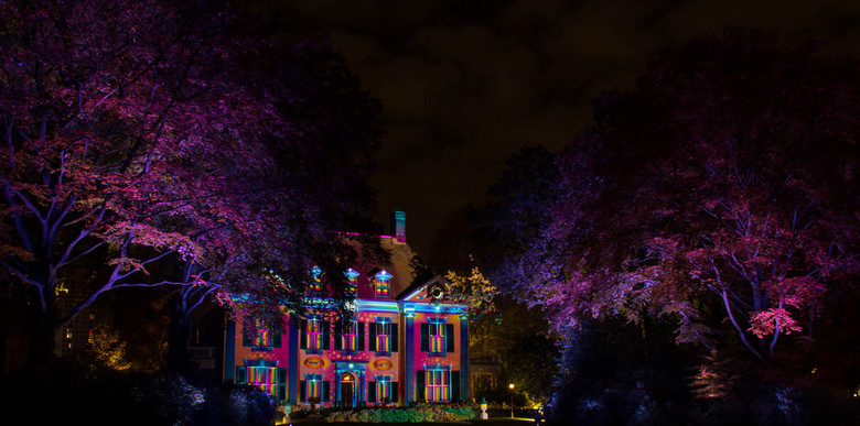 """Glow 2013 - <img  src=""""/images/smileys/smile.png""""/>"""