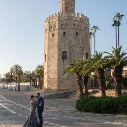 Leuk stel voor de Golden Tower (Sevilla)