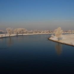 Uitzicht over het winterlandschap