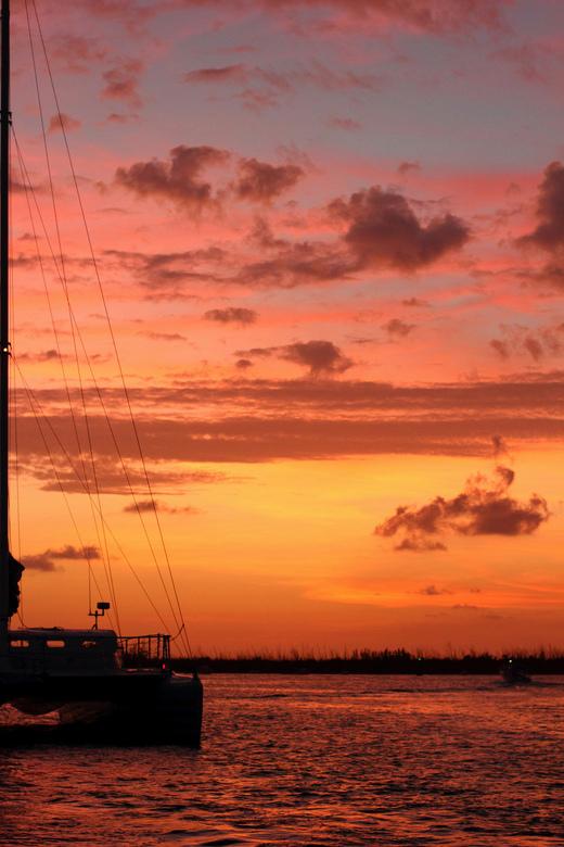 Sunset Catamaran - Deze foto is genomen tijdens zonsondergang op een catamaran tripje bij Key West.  <br /> <br /> f/3.2<br /> 1/500 sec<br /> ISO