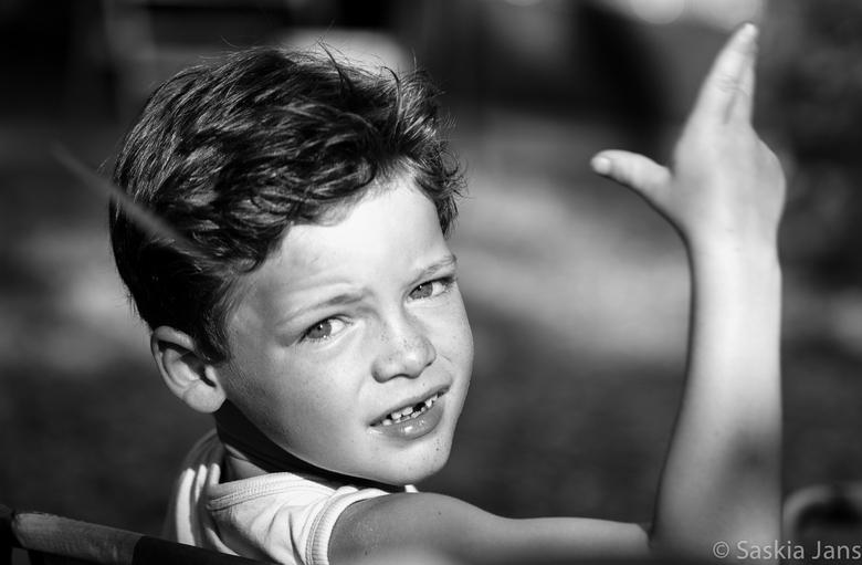 Little Cassanova - Met 6 jaar als een volleerd pokerspeler een kaart in de lucht gooiend, talentje toch?