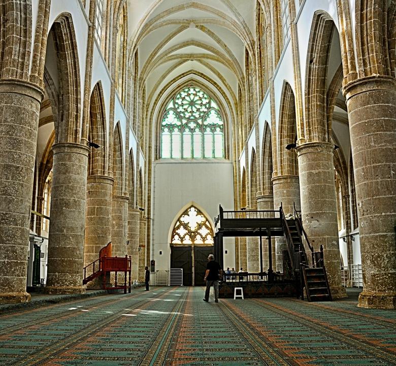 Cyprus-88. - De Lala- Mustafa-Moskee.<br /> In een Gothische bouw die erg aan een<br /> Franse kerk doet denken.