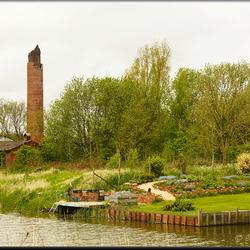 oude steenfabriek met tuintje