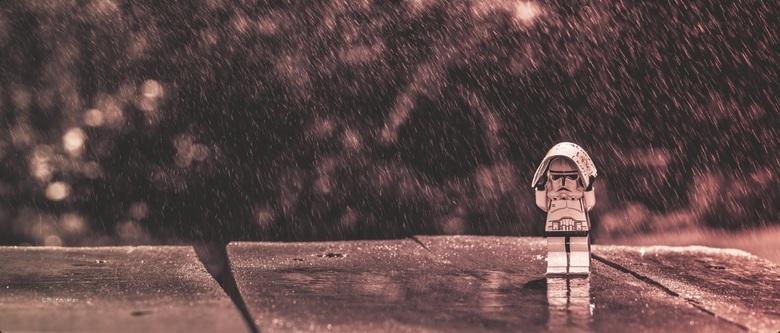 Regenachtig - Klein Stormtrooper poppetje van Lego Star Wars op de foto gezet met de plantenspuit erboven.<br /> <br /> ©MotionMan 2016