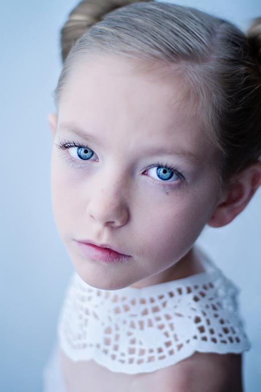 Elsa - Plastic Fashion project<br /> (zie ook www.carolienboogaardfotografie.nl)