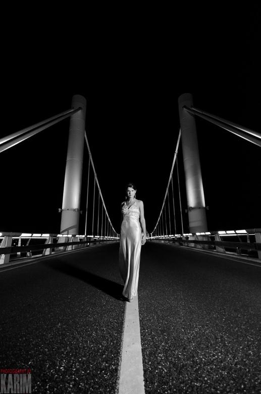 The Bridge 1 - Nachtelijke foto's met model bij een brug.