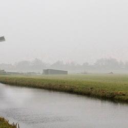 Molenviergang in de mist -1-