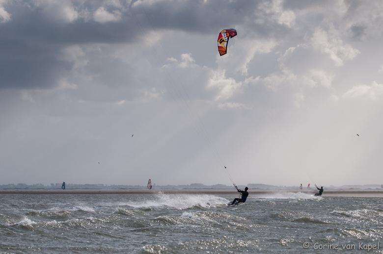 Kitesurfen in de storm (2) - Kitesurfen in de storm vanmiddag @ Maasvlakte