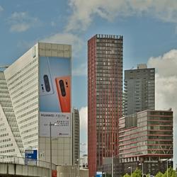 Het kantoorpand Willemswerf met daarnaast nog meer hoge kantoorgebouwen.