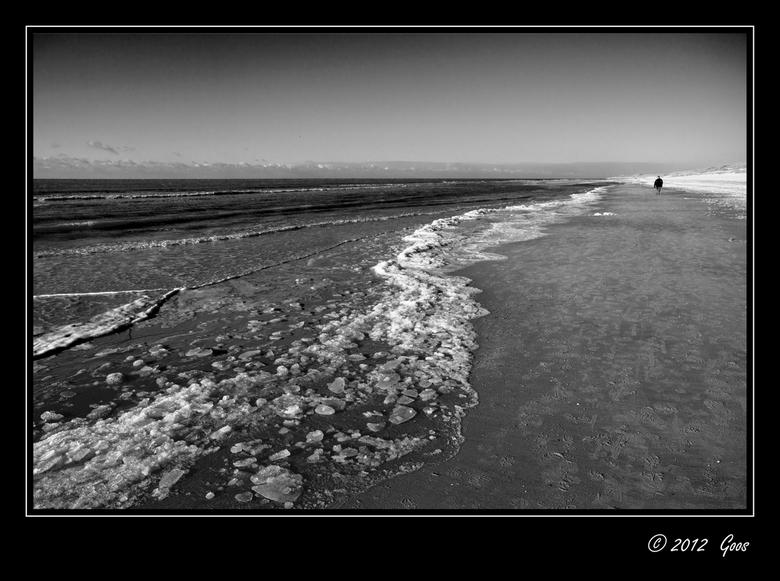 Rondje Kerf 3 - Het meest bijzondere tijdens ons rondje Kerf was het ijs op het strand. Langs de vloedlijn lagen ijsplakken en ijsbrokken die hier en