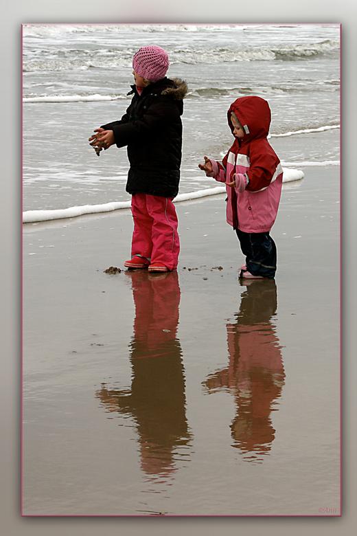 De ontdekking!!! - Zo maar een moment, wat ik tegen kwam, bij mijn strandwandeling.<br /> Groetjes Ann