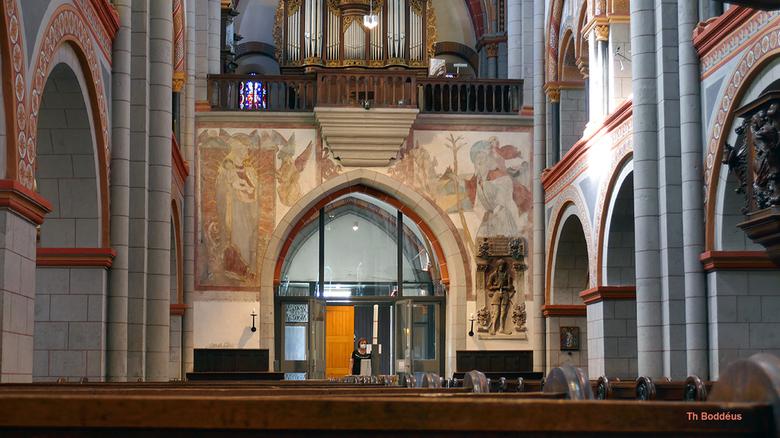 westzijde kerk 2009100336bmw. - Dom in Andernach met fresco's Gebouwd tussen 1198 en 1210 dus vrij snel