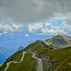 Pad door de bergen
