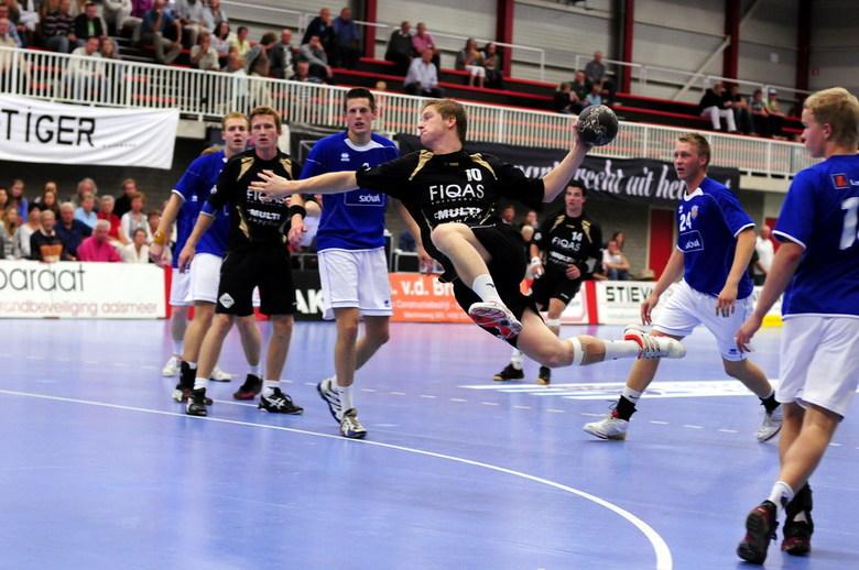 Als een warm mes door de boter .... - Handbal FIQAS Aalsmeer in Europacup