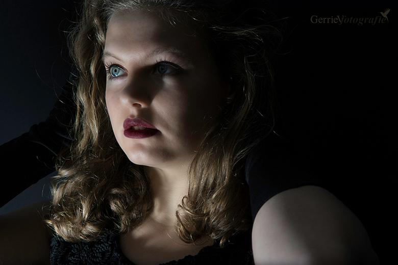 Gwen - mysterious light