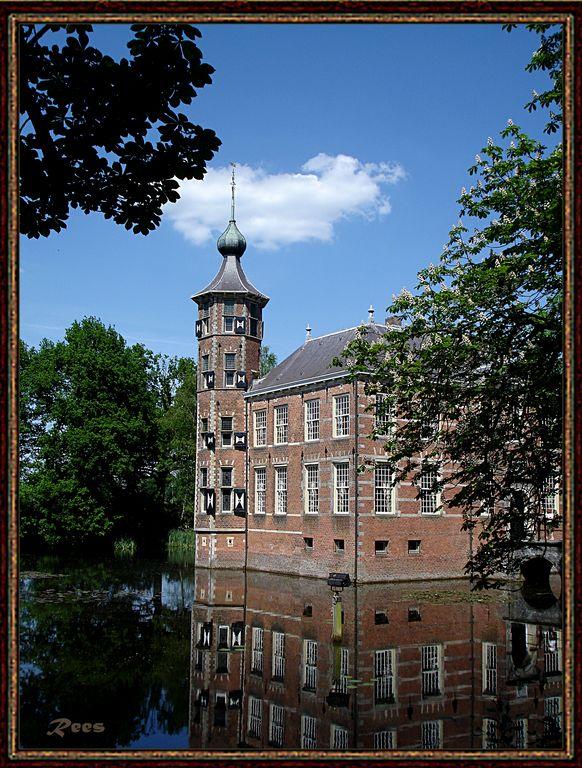 Kasteel Bouvigne - Hallo iedereen,<br /> Dit is het kasteel waar ik vroeger als 14 jarige op het internaat heb gezeten. Het bevindt zich aan de rand