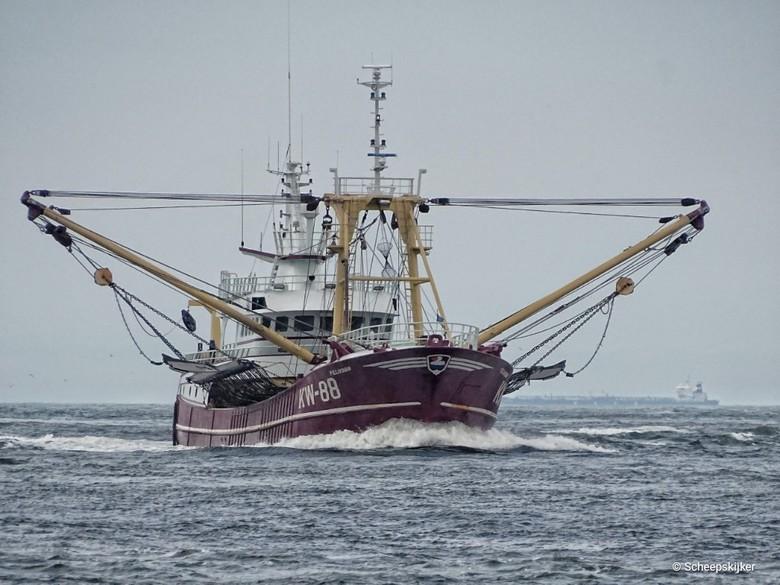 Fisherman inbound KW-88 - Regelmatig ben ik hier of daar aan het water te vinden. Deze foto heb ik vanaf een statief genomen.