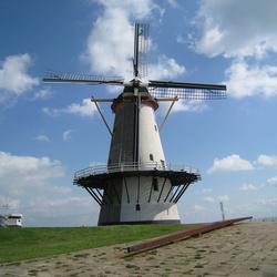 De enige molen die het dichts bij de zee staat