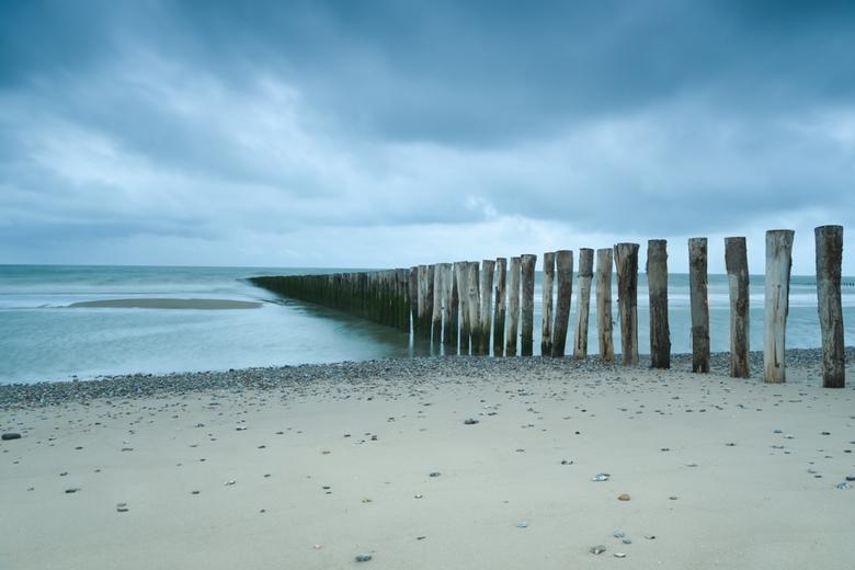 Breakwater - Een stormachtige dag in Sangatte. <br /> In dit beeld combineer ik twee tegenstellingen: het stormachtige weer van die dag en de kracht