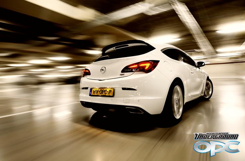 Need for speed underground: Opel GTC OPC - Deze bolide, een Opel GTC OPC met maar liefts 280 pk, mocht ik een avondje lenen voor een fotoshoot.<br />