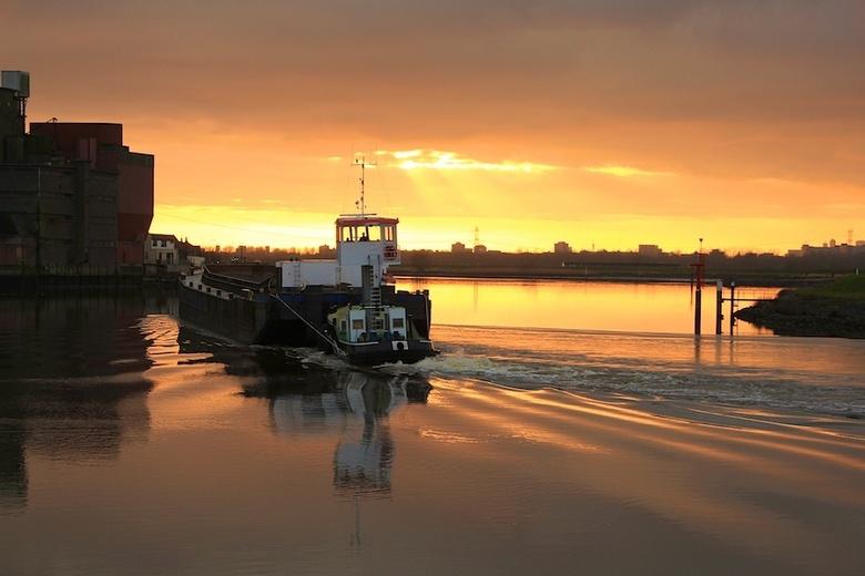 avondrood - avond rood langs de IJssel ,bij Krimpen aan den IJssel