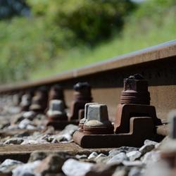 Verlaten spoorweg in de Antwerpse haven