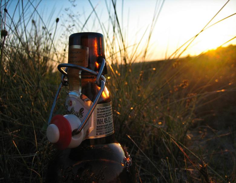 Bier-zon-der - Er zijn toch weinig  dingen in het leven mooier dan een prachtige zonsondergang met een lekker biertje...