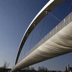 Voetgangers- en fietsersbrug over de Maas in Maastricht