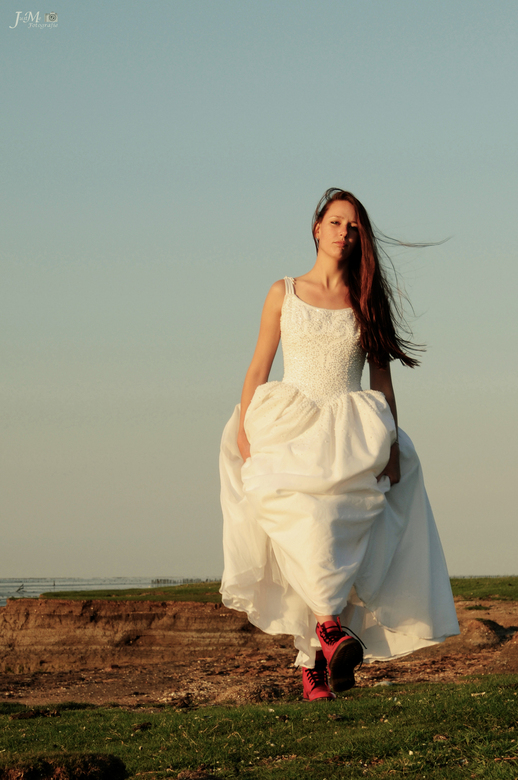 the bride with red (pink) shoes - the bride with red (pink) shoes<br /> <br /> Model Wilma<br /> <br /> Shoot datum: 6-6-2014 op een avond<br />