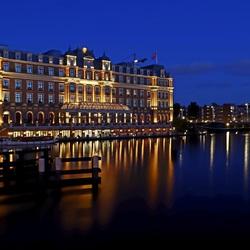 Amstelhotel by night