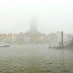 Veerpont in de mist