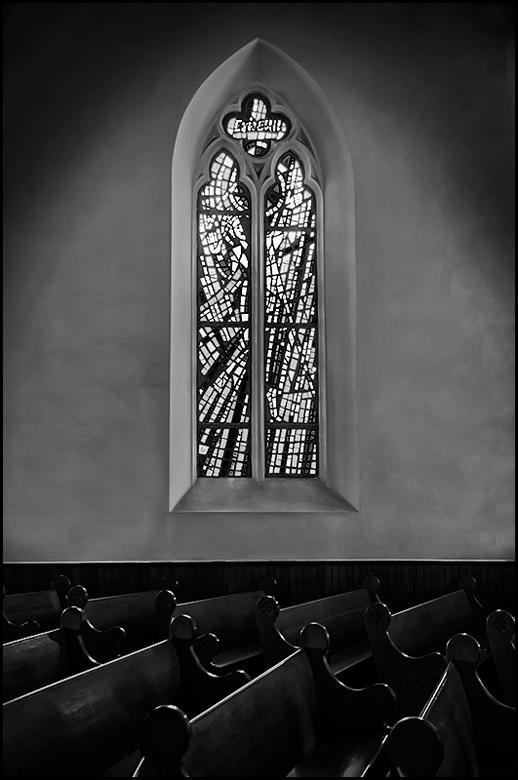 South-Africa 166 - De Duitse orde, die deze kerk in Stellenbosch beheerde, is een orde die niet veel op heeft met het in overvloed afwerken van hun ke