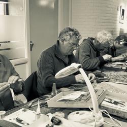 modelbouwers aan het werk