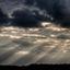 Dreigende regen met zonnestralen