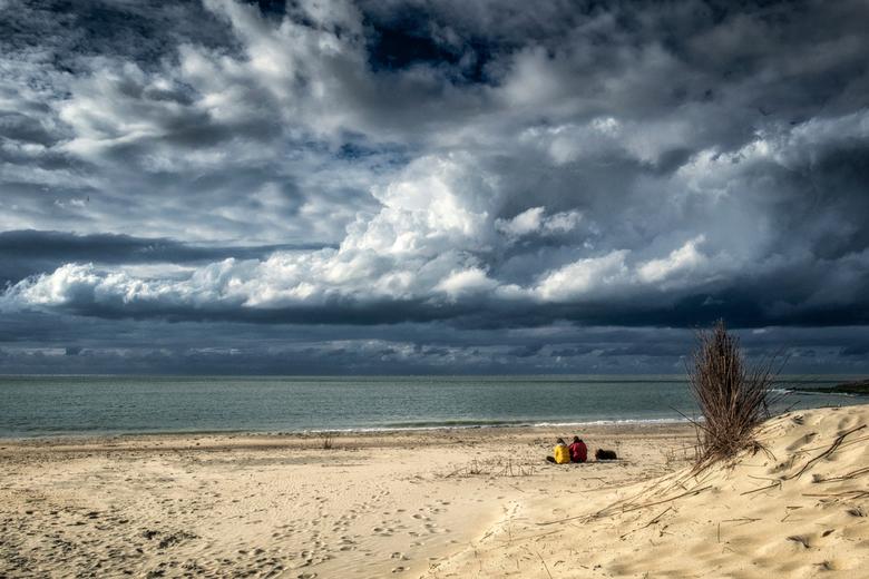 Genieten van het laatste zonnetje.... - Genieten van een flauw zonnetje en van de prachtige wolkenlucht....