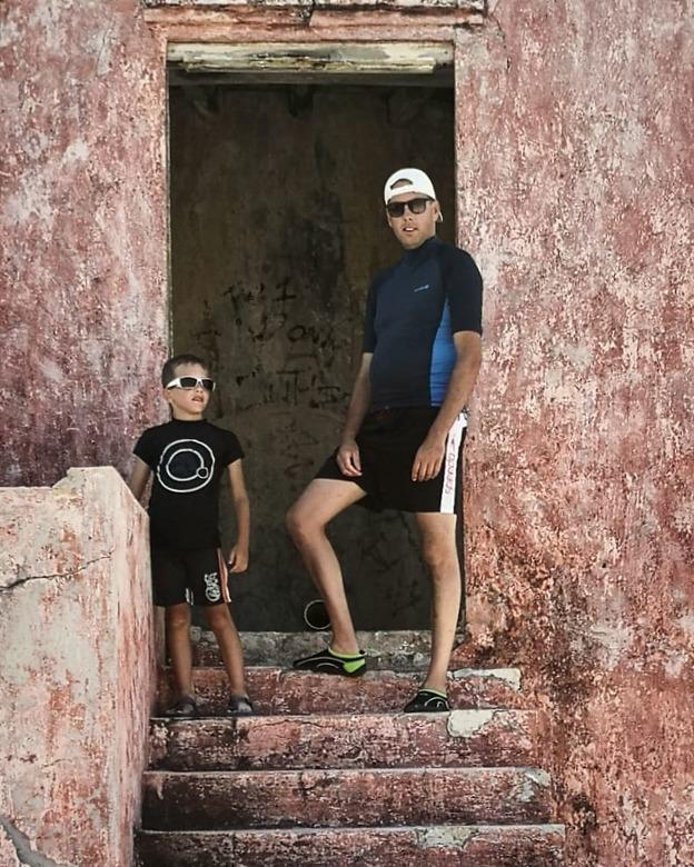 Cool boys  - Mijn mannen bij de vuurtoren op klein Curaçao