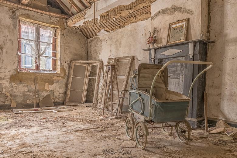 Verlaten kinderwagen -