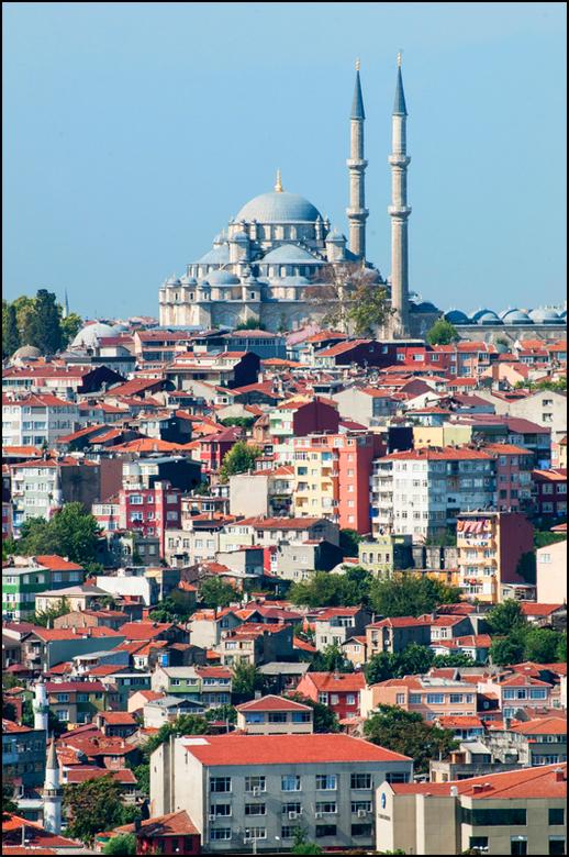 Istanbul 2012-92 - Zowel het oude als ook het nieuwe Istanbul is verweven met de traditie, cultuur en geloofsovertuiging. Vooral het laatste heeft nog