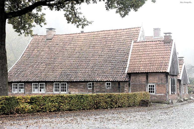 DSC_9219  Klopjes woningen. - Eeuwenoude klopjes woningen in Oud Borne.  Waren vroege bewoond door nonnen die ,s nachts bij aan de deur klopten als er