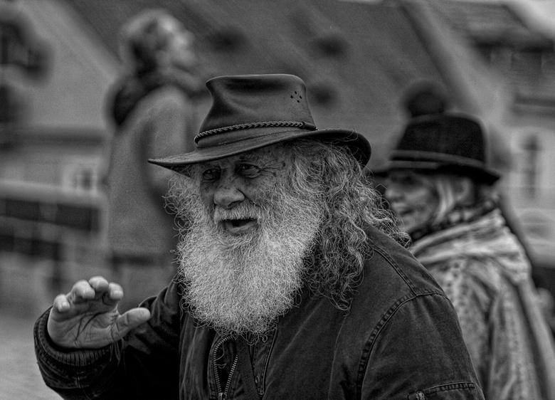 people of the street - deze man vond ik wel een mooie expressie hebben voor een opname.Hij zelf vond dit ook geen probleem gezien  zijn vriendelijke l